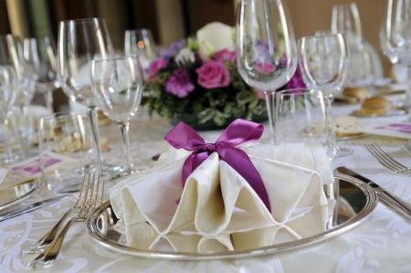 エレガントなレストランでの結婚式のテーブル