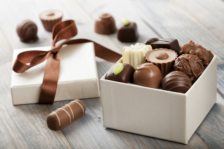 ギフト ボックスにアソート チョコレート菓子 写真素材