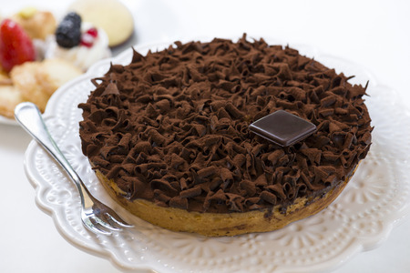 pastel de chocolate: pastry cake, covered with chocolate flakes and cocoa