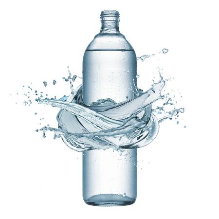 splash de agua: botella de agua natural con salpicaduras de agua alrededor, aislado en blanco