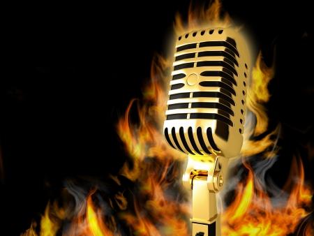 microfono antiguo: Micr�fono de Oro de la vendimia en el fuego Foto de archivo