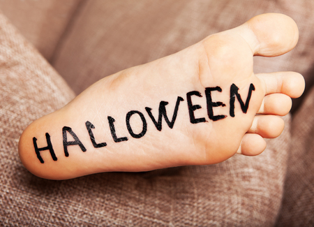 Foot with the inscription black Halloween. Imagens