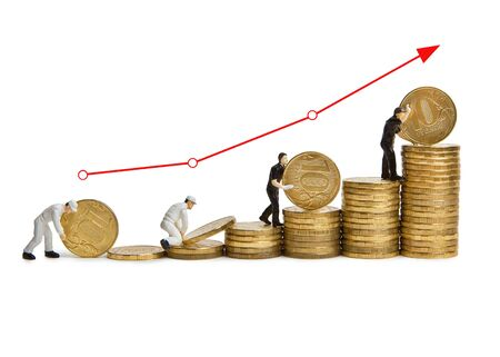 Little men working on the stairs of Russian coins. Stages of financial growth with chart. Imagens