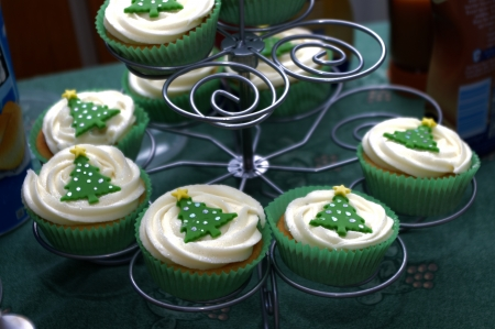 Christmas cup cakes on spiral stand