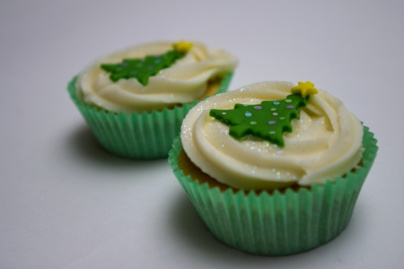linda: Two Christmas cup cakes Stock Photo