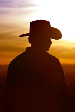 shadows: Silueta de vaquero contra un cielo puesta del sol
