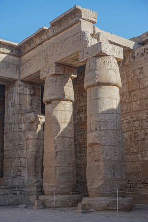 Luxor, Egypt: Corner of the peristyle courtyard at Medinet Habu, New Kingdom mortuary temple of Ramesses III on the West Bank of the Nile River. Stock fotó - 156675226