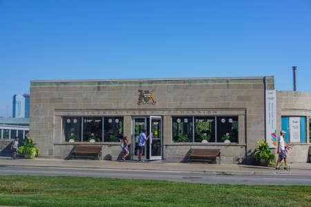 Niagara Falls, Ontario, Canada: Tourists visit the Niagara Parks Welcome Centre in the old Niagara Parks Commission building, on Niagara Parkway. Sajtókép