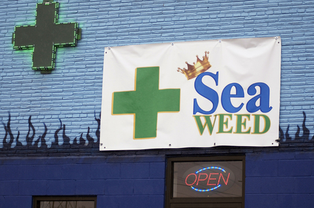 Medical Marijuana Dispensary, Green Cross, Detroit, Michigan 版權商用圖片 - 97669964