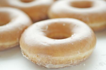 Fundamentele geglazuurde donuts van dichtbij Stockfoto