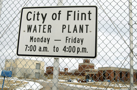 City of Flint Water Plant Sign op Chain Link Hence Stockfoto