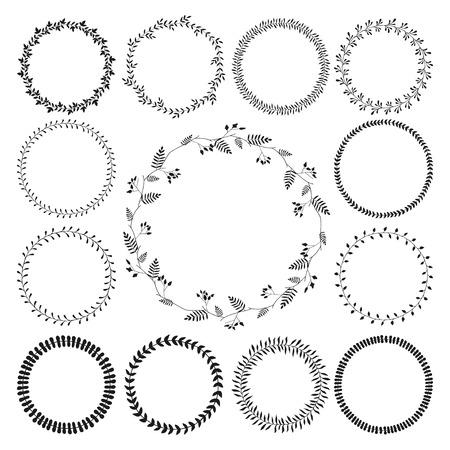 Grote collectie van cirkel leuke hand getrokken bloemen frames, grenzen geïsoleerd op de witte achtergrond met copyspace voor tekst. Romantische kransen. Kan worden gebruikt voor de uitnodiging, RSVP en andere kaarten