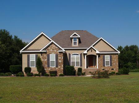 単一建ての石とビニールの住宅の家。 写真素材