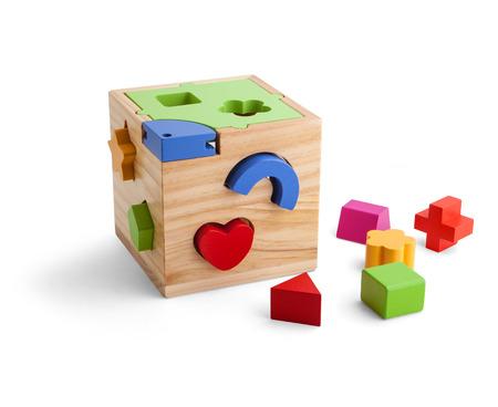 Holz-Puzzle Spielzeug mit bunten Blöcken isoliert über weiß Standard-Bild - 46873555