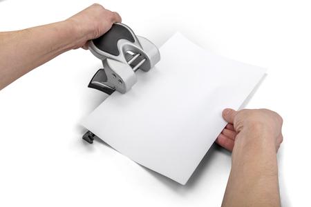 オフィス用紙 perforator、クリッピング パスと白で隔離の手 写真素材