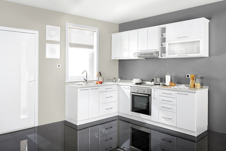 Inter einer modernen Küche, Holzmöbel, einfach und sauber. Standard-Bild - 51934714