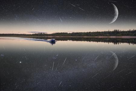 Nun, das Boot durch die Galaxie Lizenzfreie Bilder