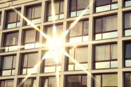 zon schittering in het venster Stockfoto
