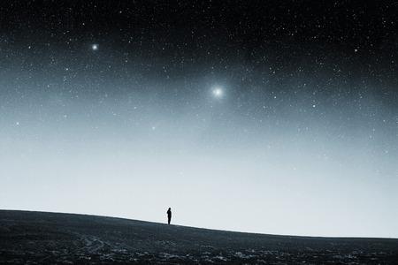 Feld in der Nacht. Lizenzfreie Bilder