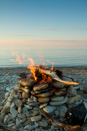 Inviting campfire on the beach during the summer Zdjęcie Seryjne