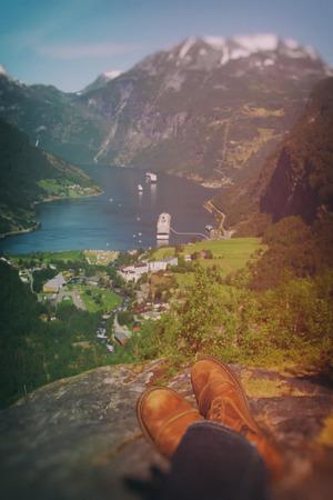 honeymooners: hombre en Geiranger. lugares hermosos en Europa