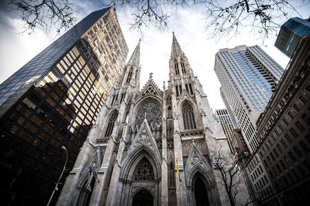 マンハッタン、ニューヨーク市のダウンタウンに聖パトリック大聖堂