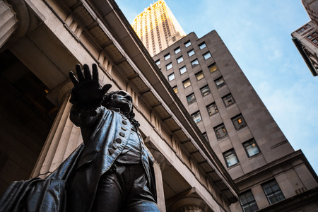 federal hall: George Washington statue in front of the Federal Hall National memorial in New York City