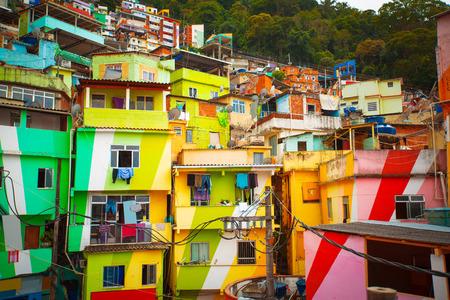 Kleurrijk beschilderde gebouwen van Favela in Rio de Janeiro Brazilië Stockfoto