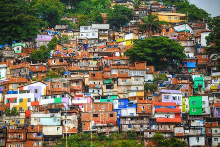 Kleurrijk beschilderde gebouwen van Favela in de Janeiro Brazilië Stockfoto