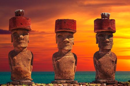 rapa: Moais at Ahu Tongariki (Easter island, Chile)