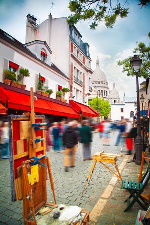 パリのモンマルトル。地域のアーティスト。フランスの首都 写真素材