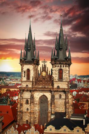 Tyn Church. staat in het centrum van de mystieke samam Praag. Stockfoto