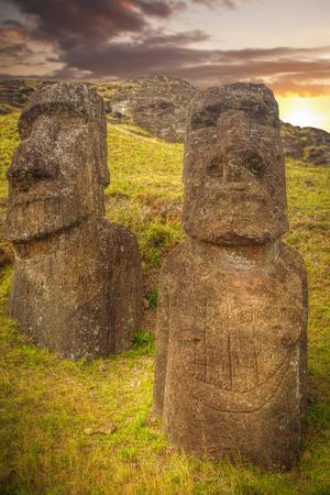 Moais en Ahu Tongariki (Isla de Pascua, Chile) Foto de archivo