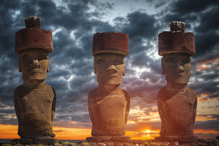 rapanui: A statue on Easter Island or Rapa Nui in the southeastern Pacific, the territory of Chile. Foto de archivo