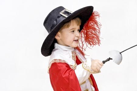 mosquetero: Niño con disfraz de carnaval de mosquetero lucha Poco