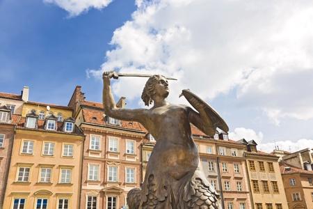 Warszawa Rynek Starego Miasta i symbol Warszawy - Syrenka Zdjęcie Seryjne - 13576704