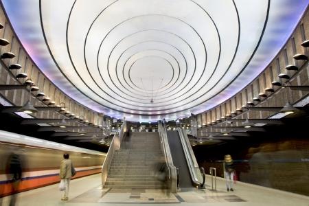 Moderne metrostation Warschau in Polen