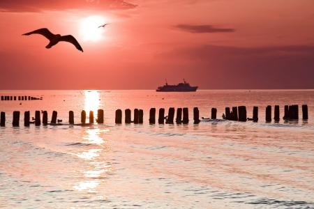 Kalmte Mooie zonsondergang op de Baltische zee, Polen Stockfoto