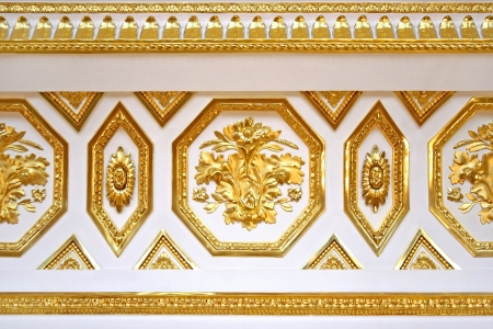 bezel: Golden  ornament