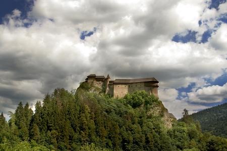 gothic castle: Vista del castillo de estilo g?tico Podz?mok Oravski. Eslovaquia. Editorial