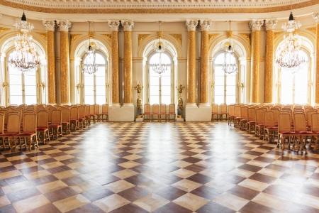 Salle de bal au château royal de Varsovie Banque d'images - 22597444