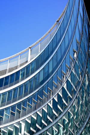 Abstracte moderne architectuur. Architect Norman Foster.