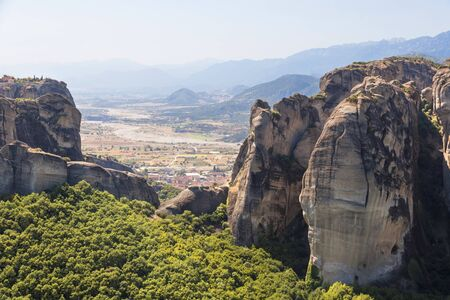 The Meteora -  rock formation in central Greece. Largest and most famous built complexes of Eastern Orthodox monasteries. 版權商用圖片