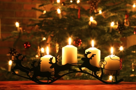 the advent wreath: Las velas de Adviento en el trineo de renos
