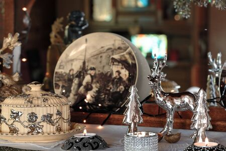 Christmas Still Life - Family Room Decoration in Silver and Sepia Standard-Bild