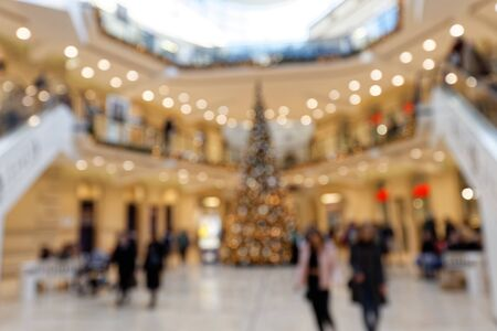 Searching for Christmas Gifts: Blurred Scene with relaxed dandering Pedestrians in highly frequented shopping mall Standard-Bild