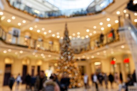 Christmas Lighting and Christmas Tree in Multistory Shopping Center Bokeh Background Standard-Bild - 139894381