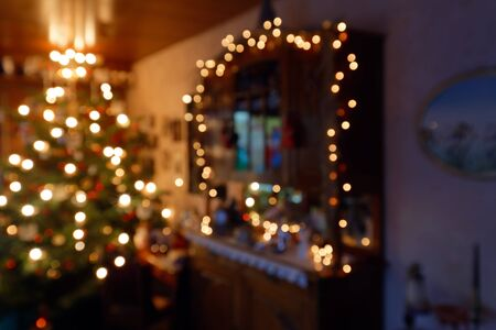 Blurred Abstract Christmas Concept - Atmospherically Illuminated Family Room in Christmas Time Standard-Bild