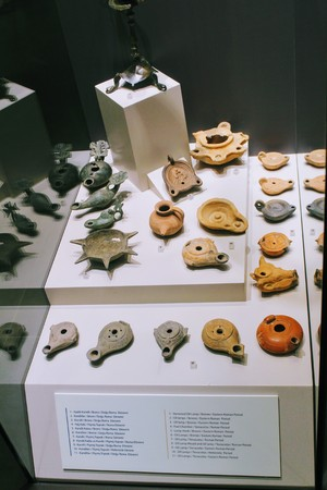 monete antiche: Various antique exhibits from the Alanya Archaeological Museum collection (Turkey).