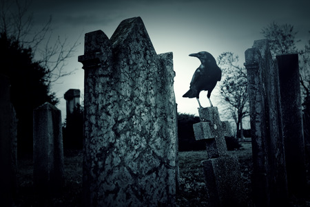 夜の墓地 写真素材 - 35141363
